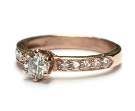 Rosegouden ring met diamanten
