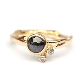 Ring met donkergrijze en witte diamanten