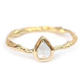 Ring met druppeldiamant