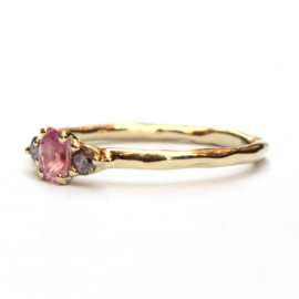 Ring met roze saffier en choco diamanten