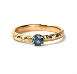 Red gold ring with sapphire