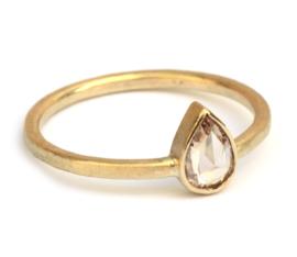 Ring met roze druppeldiamant