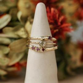 Grillige aanschuifring met framboise diamanten