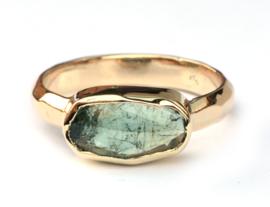 Ring met ovale toermalijn