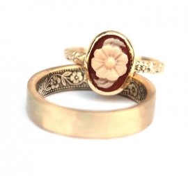 Rings with floral pattern