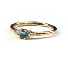 Verlovingsring met groene toermalijn en diamant