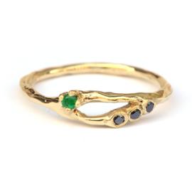 Ava ring met smaragd en zwarte diamanten