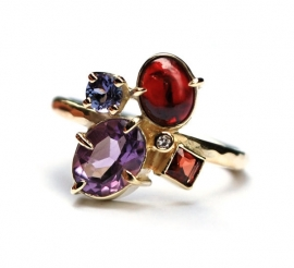 Heartfelt gemstones ring