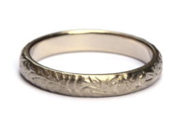 Bohemian ring in witgoud