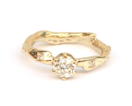 Ring met bolsjewiek geslepen diamant