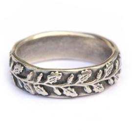 Zilveren ring met eikenblaadjes