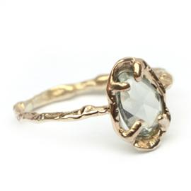 Ring met roos geslepen groene saffier