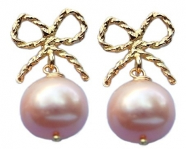 Pearl earrings with gold bows