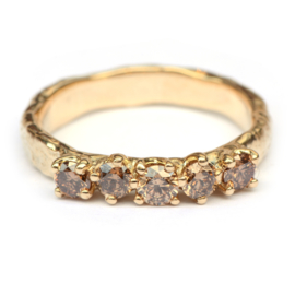 Robuuste ring met vijf bruine diamanten