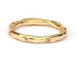 Organische ring met confetti zetting