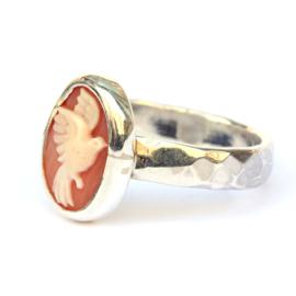 Zilveren ring met vogelcamee