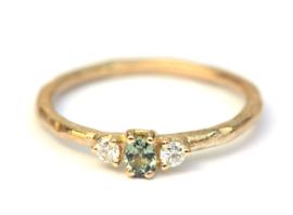 Ring met groene saffier en diamant