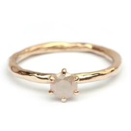 Ring met opaaldiamant