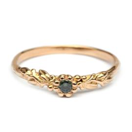 Rosa Nora ring met groene diamant