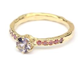 Warme ring met spinel en diamant