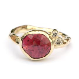 Ring met granaat en diamant