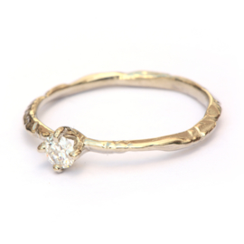 Fijne witgouden takjesring met diamant