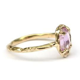 Ring met rose cut saffier