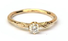 Lieve ring met diamant en blaadjes