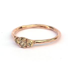 Roodgouden ring met fancy lichtgroene diamanten