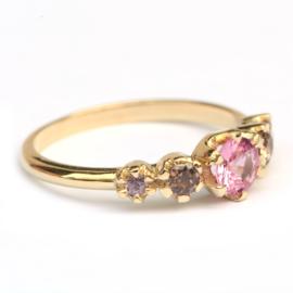 Ring Solange met roze saffier