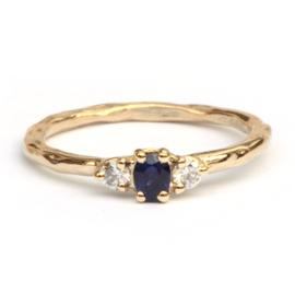 Ring met blauwe saffier en diamanten