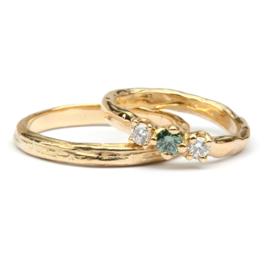 Trouwringenset met groene en witte diamant