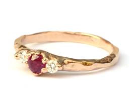 Roségouden ring met robijn en diamant