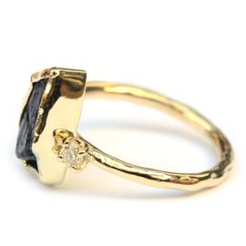 Ring met ruwe grijze saffier en diamanten