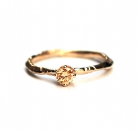 Kroontjesring met champagne diamant