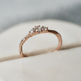 Ring Amy in roodgoud met drie diamanten
