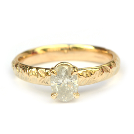 Ring met ovale ijsdiamant