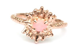 Dubbele tooiring met roze opaal