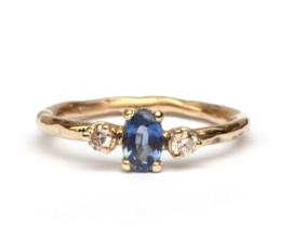 Ring met lichtblauwe saffier en diamant