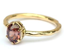 Ring met dieprode zirkoon