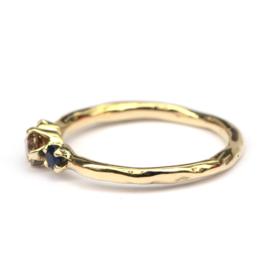 Ring met bruine diamant en donkerblauwe saffieren