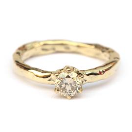 Ring met fancy diamant