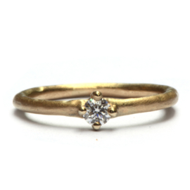 Ring simple elegance met diamant
