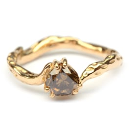 Koraalring met brown diamant