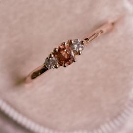 Ring met peach saffier en diamant