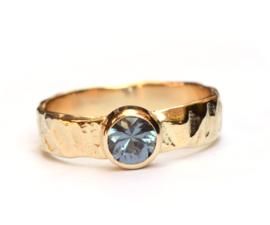 Robuuste ring met blauwe spinel