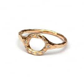 Open worked ring with little diamonds