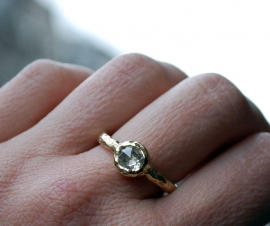 Ring with round rose cut diamond