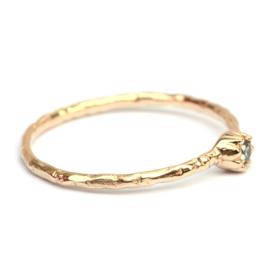 Fijne Naoki ring met groene diamant
