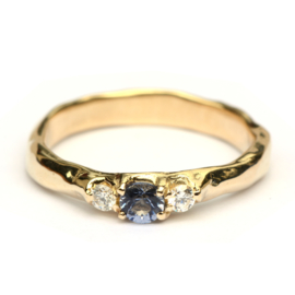 Robuuste ring met blauwe spinel en diamanten